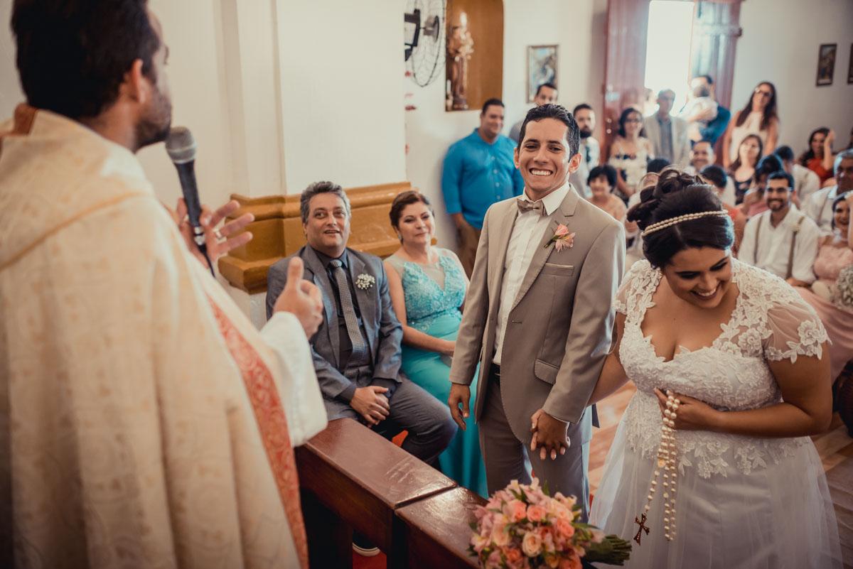 descontração e muita alegria na cerimonia de casamento