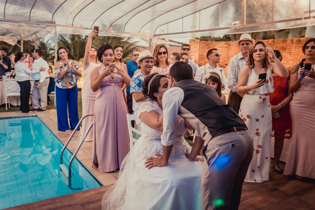 beijo na festa de casamento