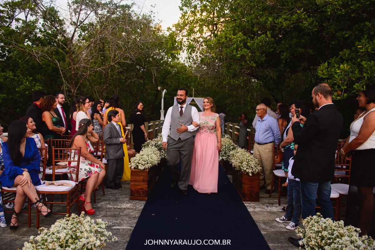 entrada do noivo e sua mãe