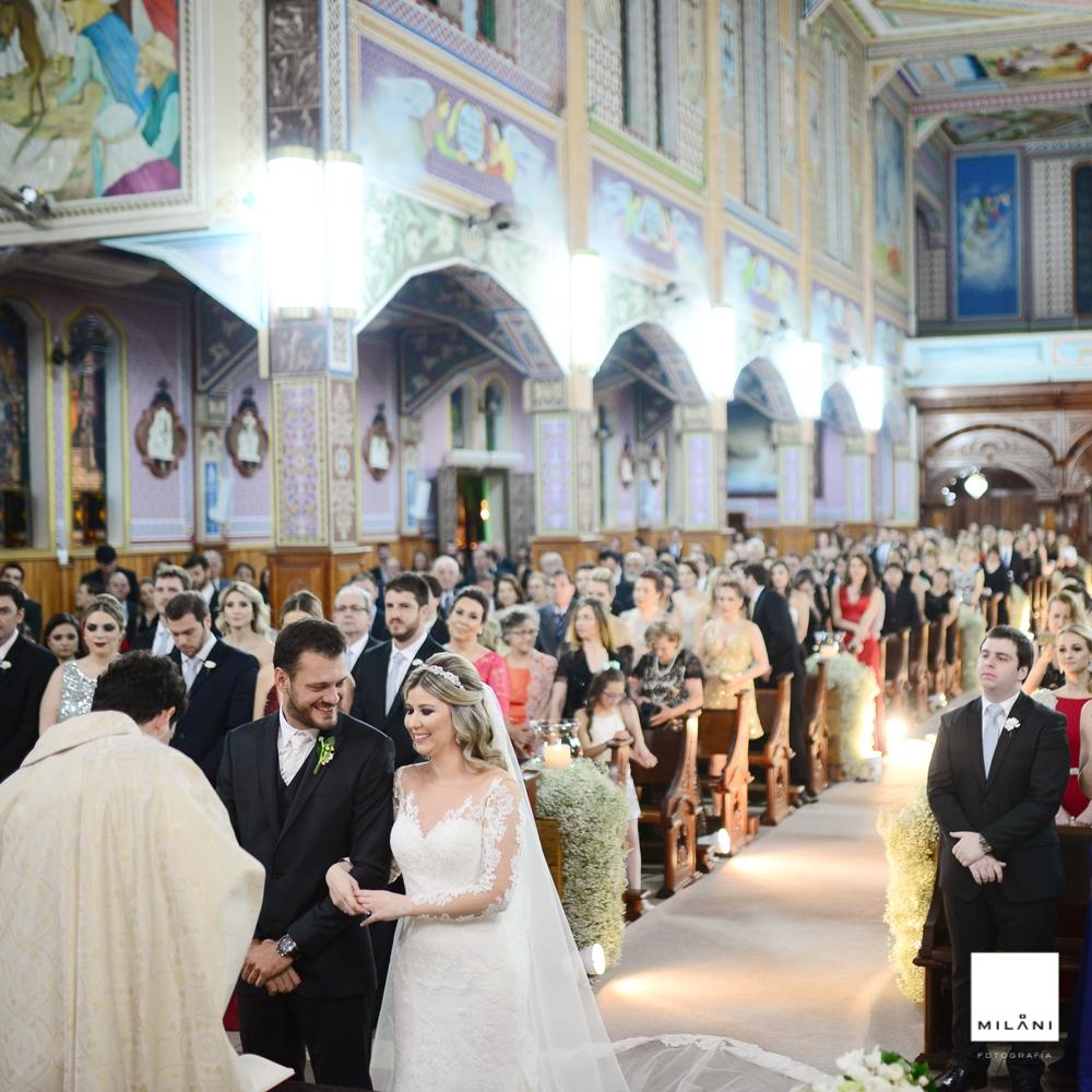 Os noivos durante a cerimonia religiosa