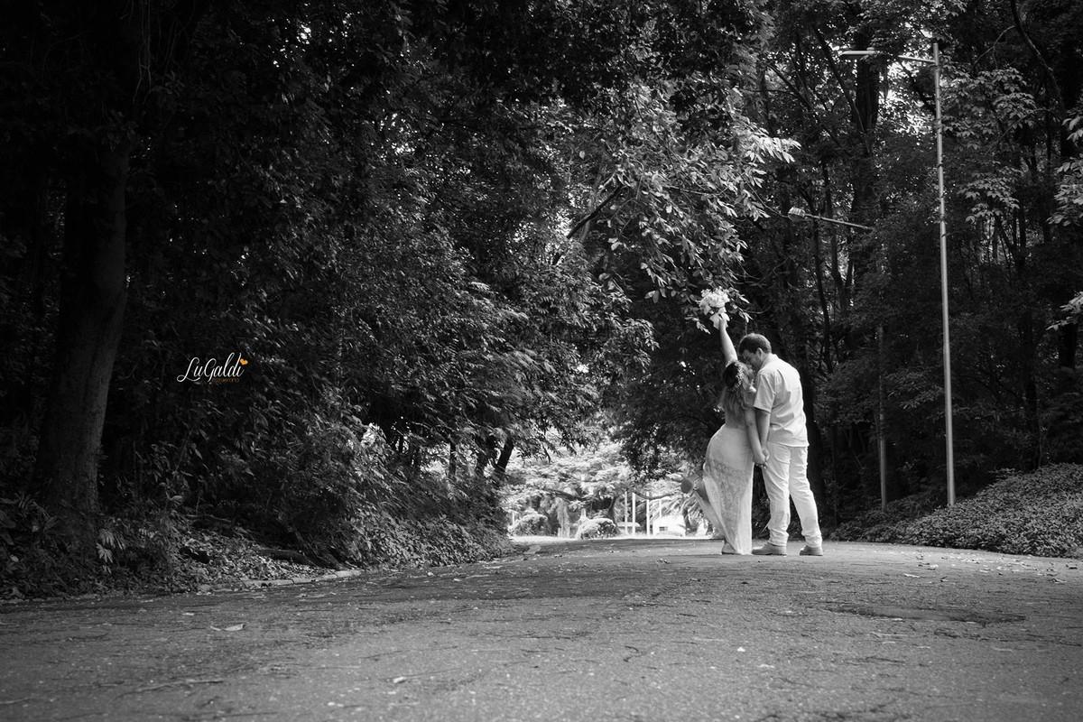 Fotos tiradas por Lu Galdi Fotografia , na cidade de Piracicaba /SP , em  pré wedding do casal Michelli e Lucius , na Esalq , Escola Superior de Agricultura Luiz de Queiroz da Universidade de São Paulo