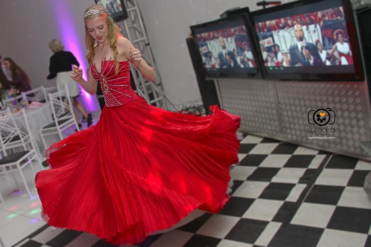 Fotos tiradas por Lu Galdi Fotografia , registrando o dia especial de Heloisa Nicoletti , 15 anos , debutante , na cidade de Piracicaba/SP , no Espaço  Portal Festas e Eventos , com Buffet D'or , decoração Gisele Delamutta
