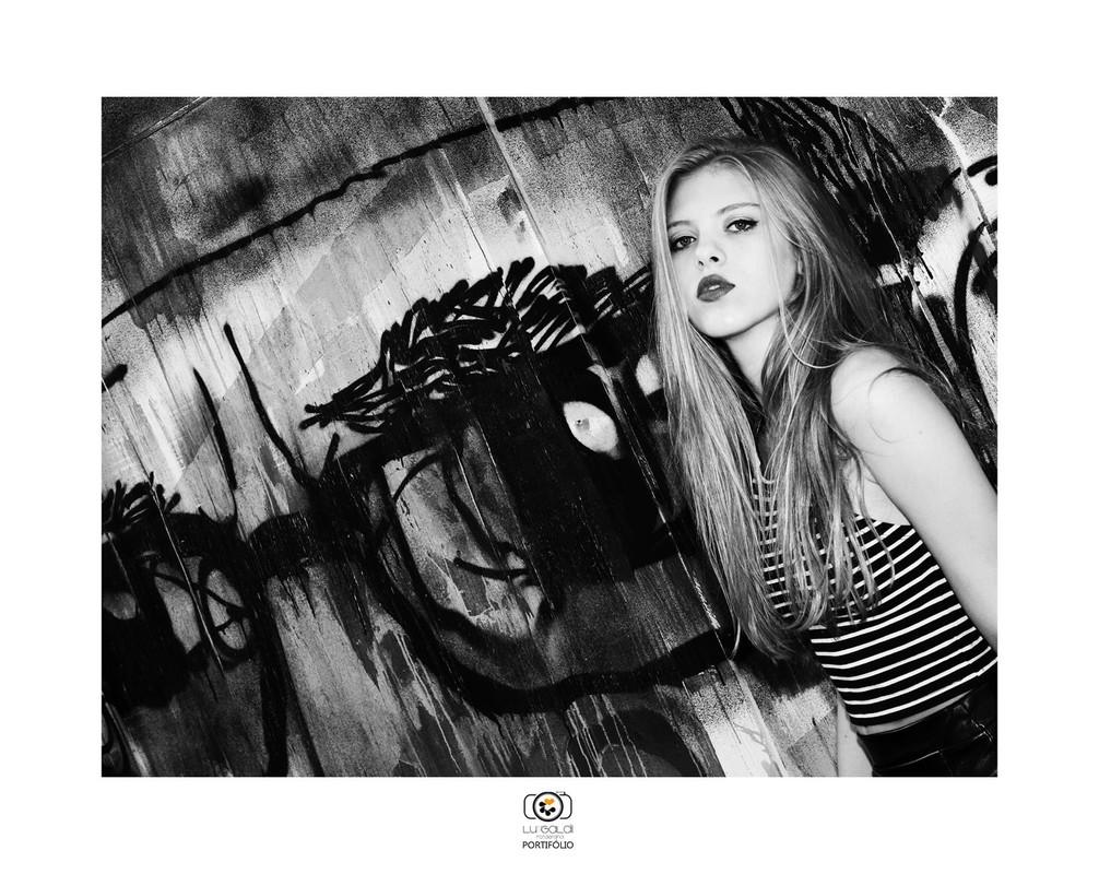 Fotos tiradas por Lu Galdi Fotografia , portifólio Black and White , na cidade de Piracicaba/SP , fotos decoração do estudio em molduras