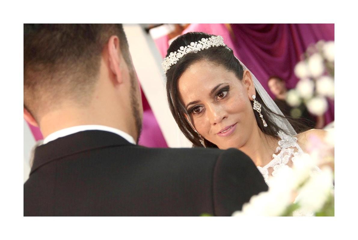 Fotos tiradas por Lu Galdi Fotografia , na cidade de Piracicaba/SP , registrando casamento de Ariane e Jairo , na Igreja São José e Recepção no Maravilha Eventos .