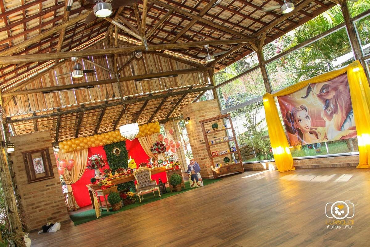 Fotos tiradas por Lu Galdi Fotografia , registrando o Primeiro Aninho de Isabella , na cidade de Piracicaba/SP , no Salão de Festas Maravilha Eventos .,