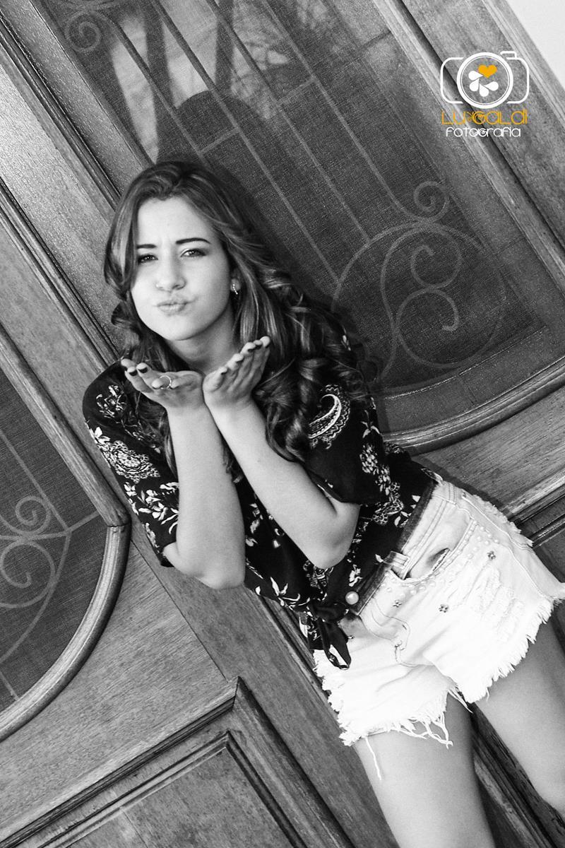 Ensaio Fotográfico , 15 anos ,  de Bianca Rodrigues , fotos tiradas por  Lu Galdi Fotografia na Cidade de Piracicaba , SP , no Buffet Maravilha Eventos  , registrando a beleza da debutante em seu dia de Princesa .