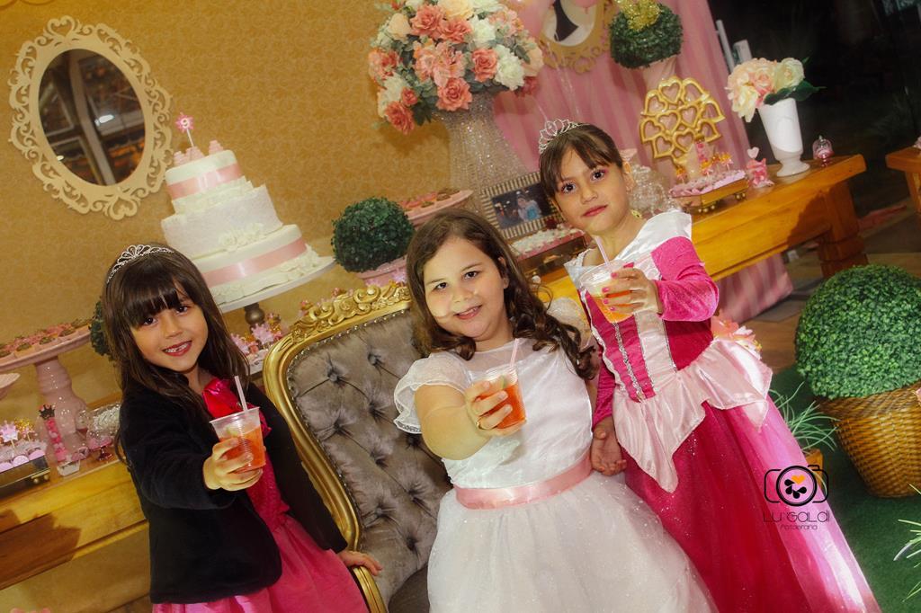 Fotos tiradas por Lu Galdi Fotografia , em Aniversario de 9 Anos , da Gaby , Festa Infantil , realizada na cidade de Piracicaba/SP , no salão de festas ,  Maravilha Comemorações