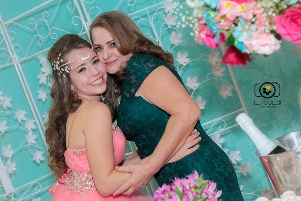 Fotos tiradas por Lu Galdi fotografia , em Aniversario de 15 anos de Bianca Rodrigues , na cidade de Piracicaba /SP , na Chacara Suissa , comemorando seus 15 anos , em sua festa linda de debutante !