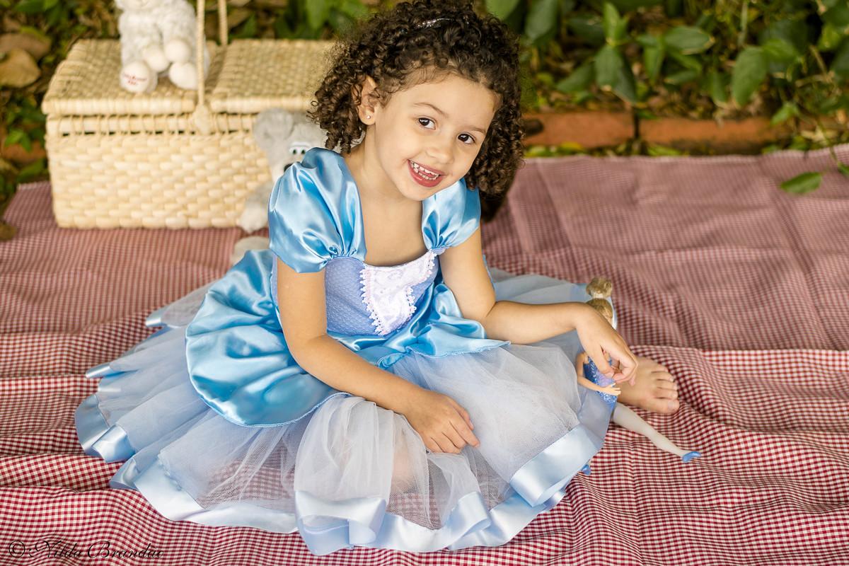 Fantasia da cinderela enriquece ensaio infantil no parque da independencia em são paulo.