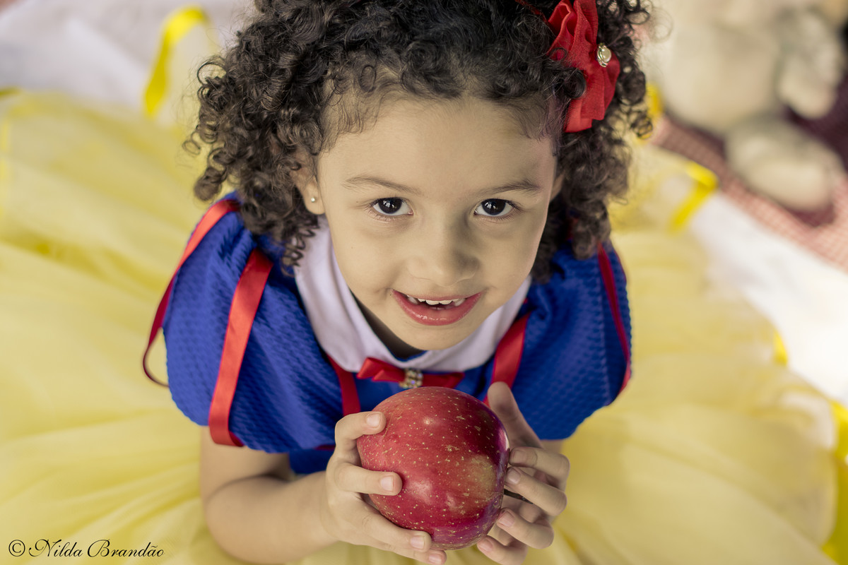 Olha como a Malu ficou linda no seu ensaio de princesa. Ensaio feito no parque da independencia, em São Paulo.