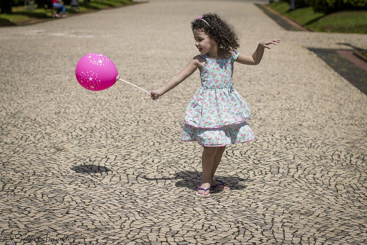Brincando com a Bola de ar... tem coisa mais legal?