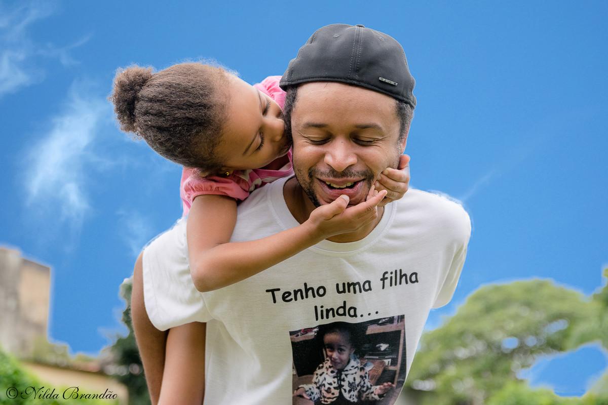 Relacionamento de pai com filha é lindo! Olha o papai da Julia com ela no parque