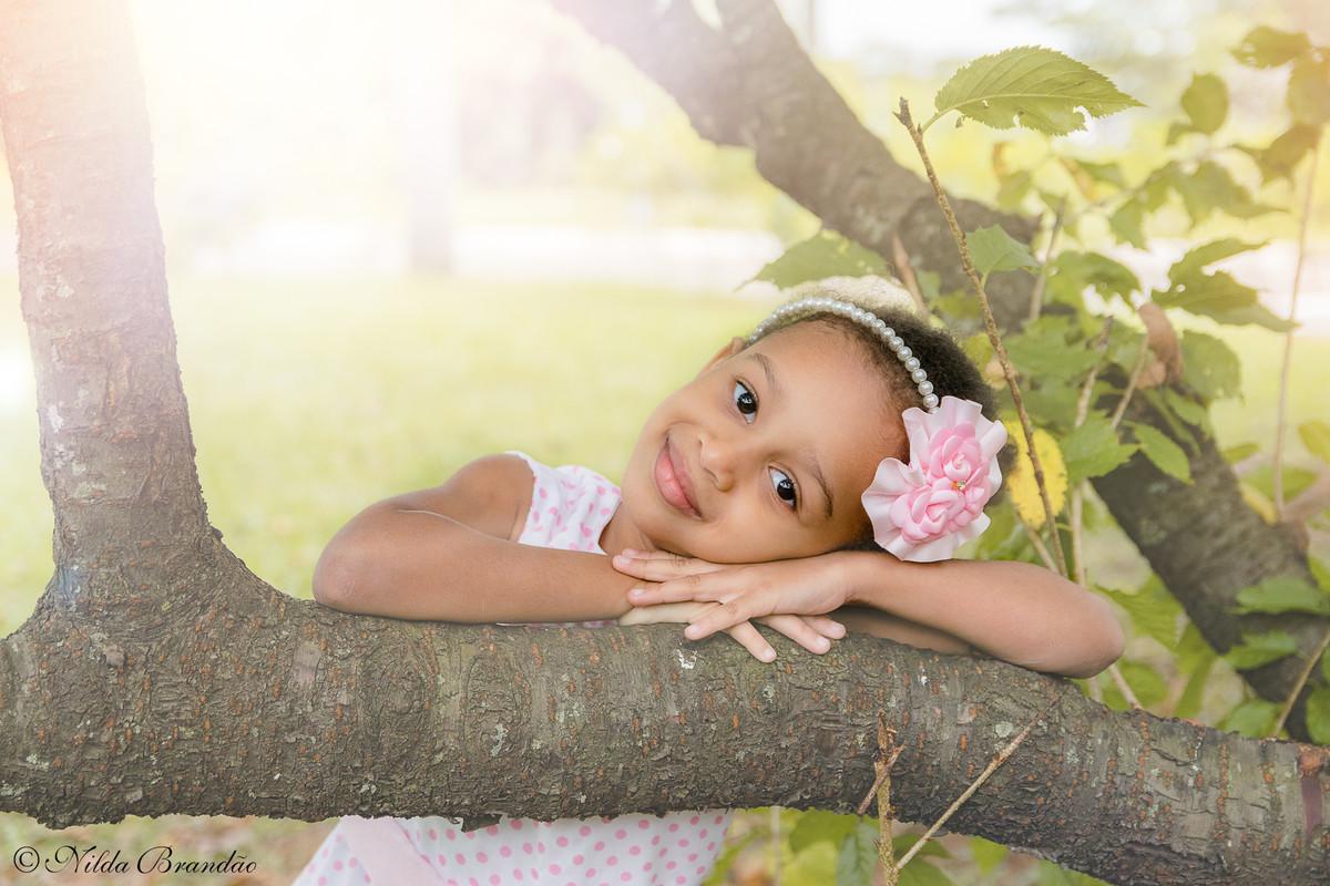 Olha quanta ternura nessa fotografia da Julia. Ensaio infantil no parque Ceret em São paulo.