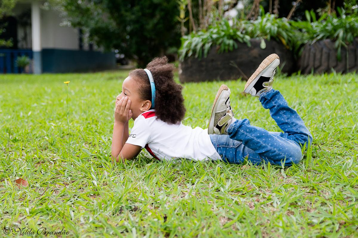 Deitar na grama é tudo de bom!