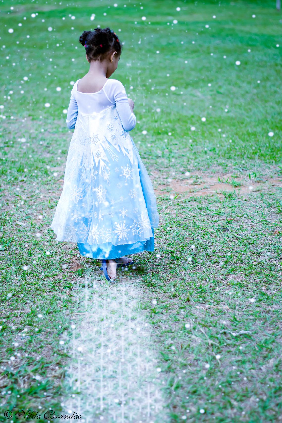 Rainha Elsa de Arendelle - Ensaio infantil da Julia, no parque em São Paulo.