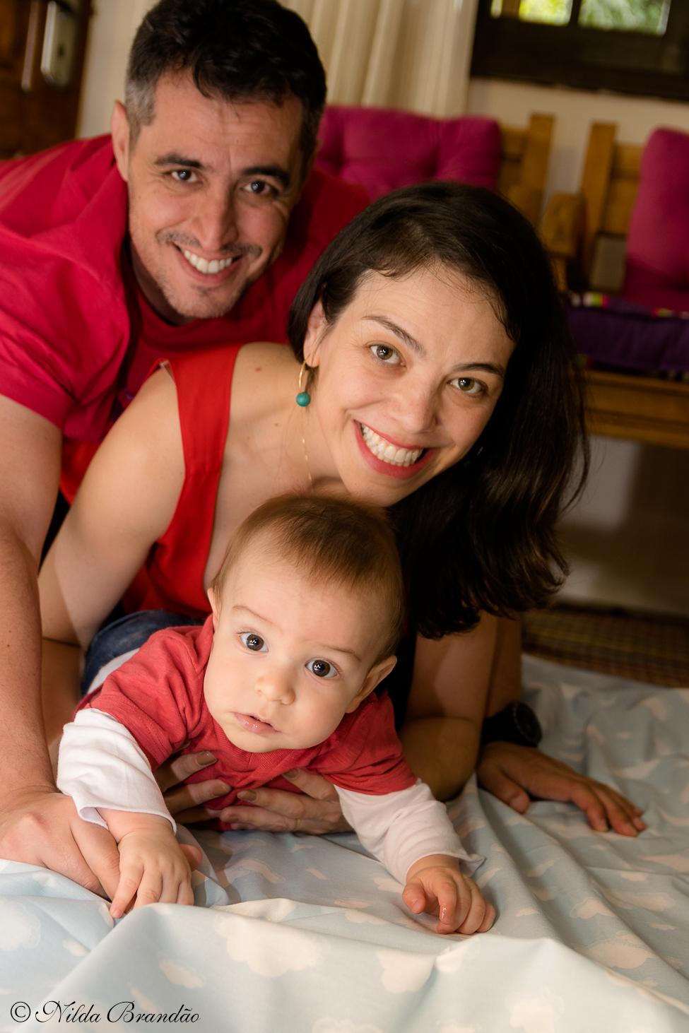 Fotografia de família. Fazer fotografias acompanhando mensalmente o crescimento do bebê é uma forma linda de recordação do primeiro ano de vida..