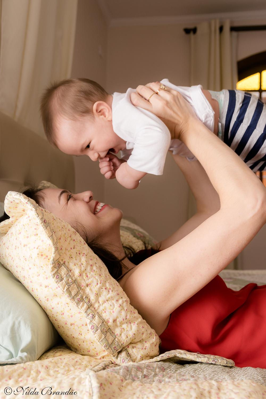 Que sorriso mais gostoso!Fazer fotografias acompanhando mensalmente o crescimento do bebê é uma forma linda de recordação do primeiro ano de vida.