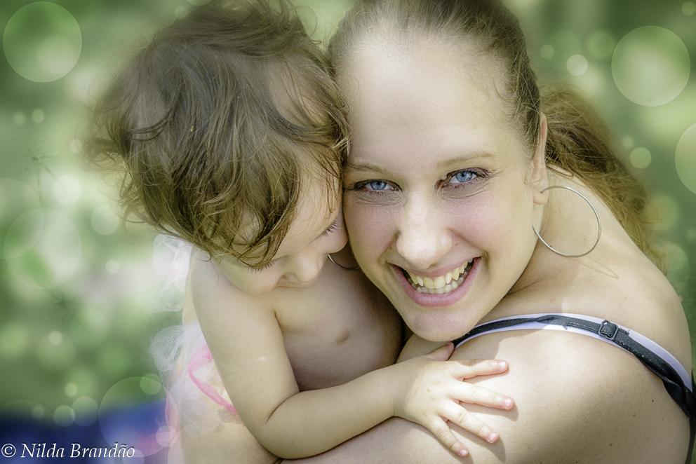 Mãe e filha, picnic, ar livre