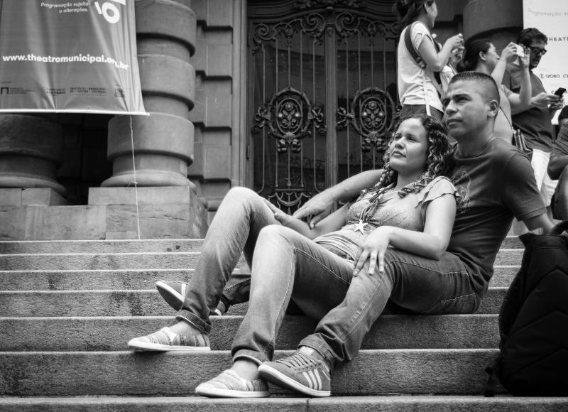Descansando na escadaria do teatro municipal de São Paulo na Praça Ramos