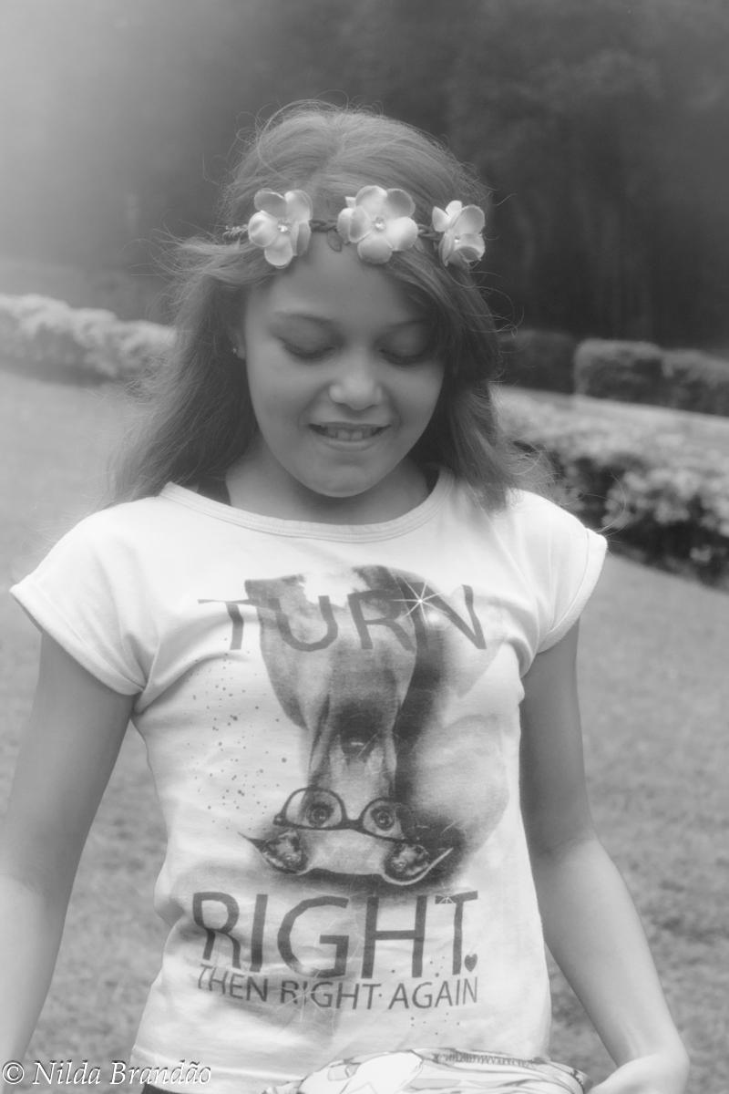 Menina em preto e branco
