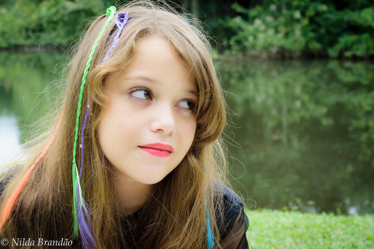 Menina de cabelos soltos