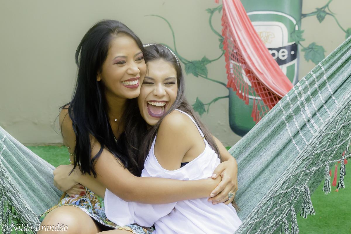 Abraço de amiga é muito melhor