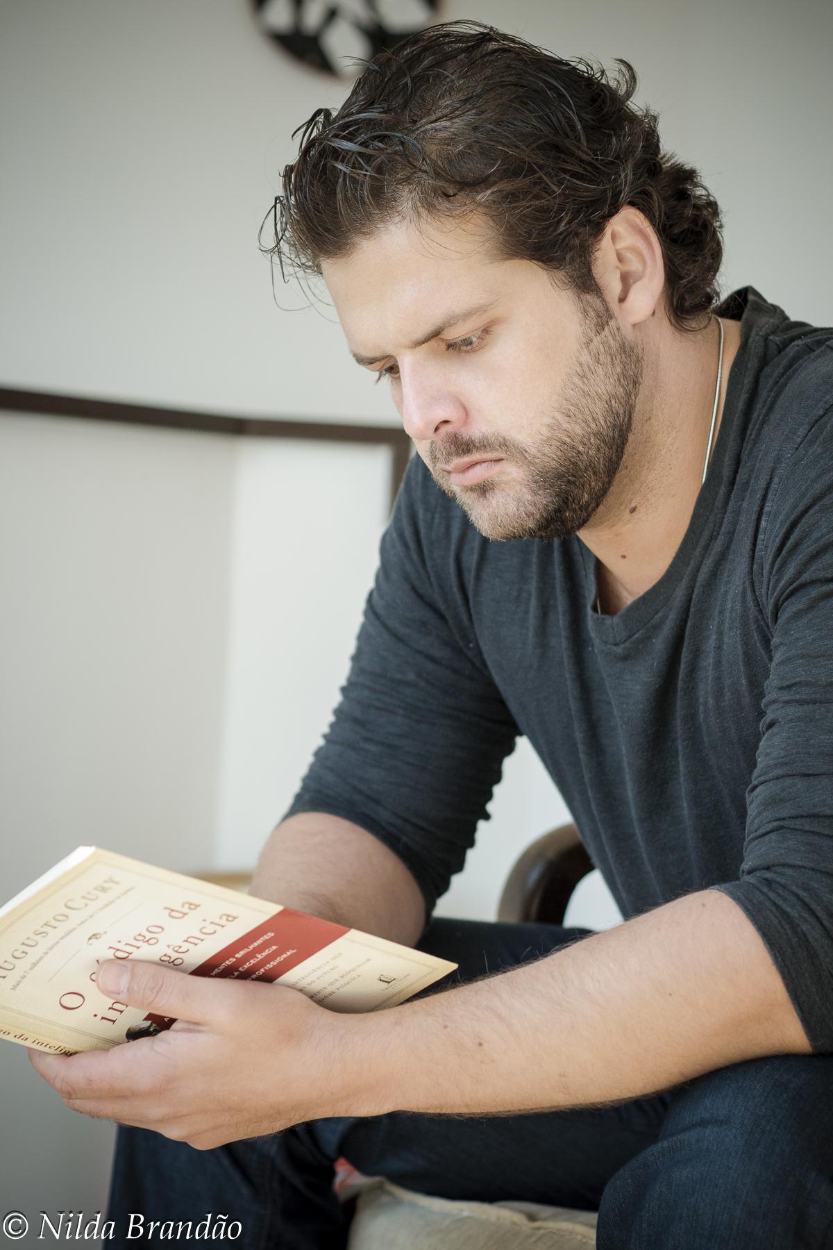 Momento leitura porque homem instruído é tudo de bom.