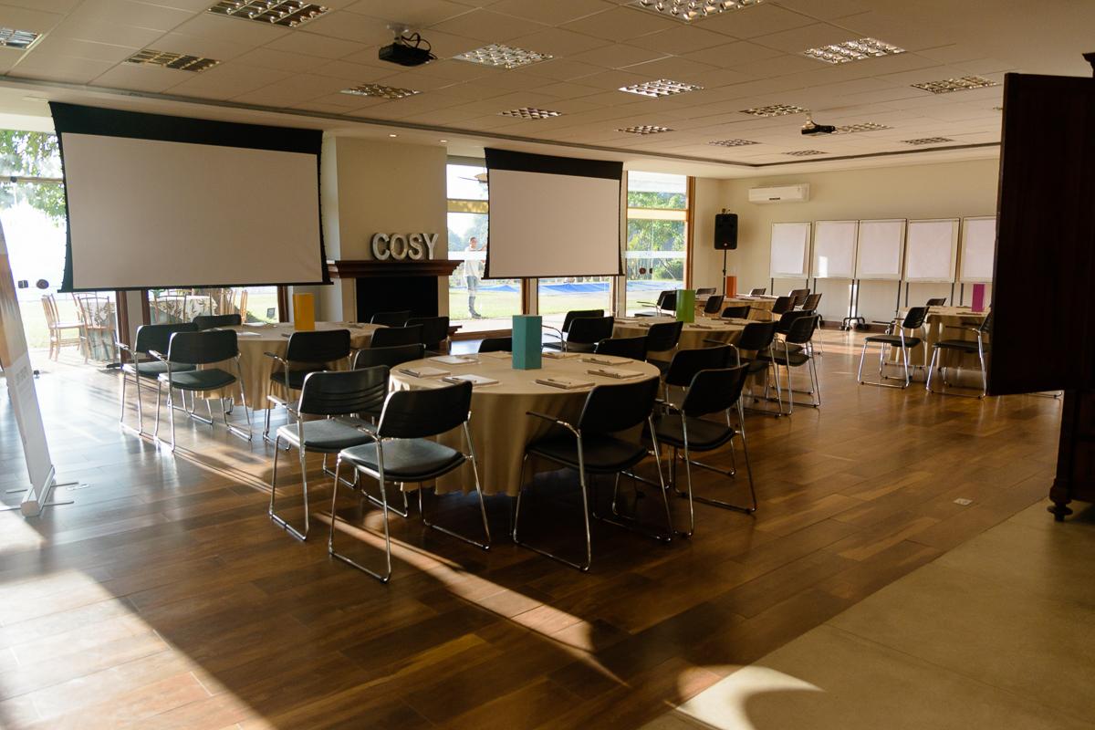 Visão da sala de convenções da Casa Cosy, no Morumbi