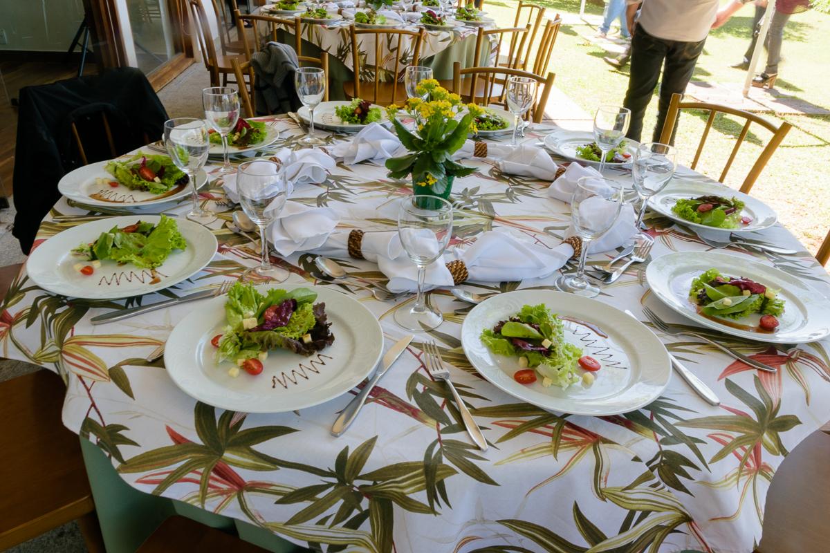 A salada está sendo servida em evento na Casa Cosy, no Morumbi - SP