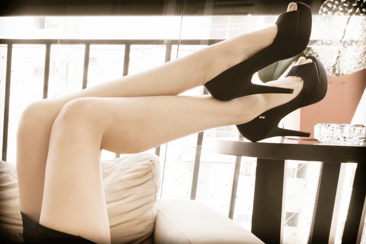 Porque mulheres amam sapatos, eles não podiam faltar nesse ensaio sensual