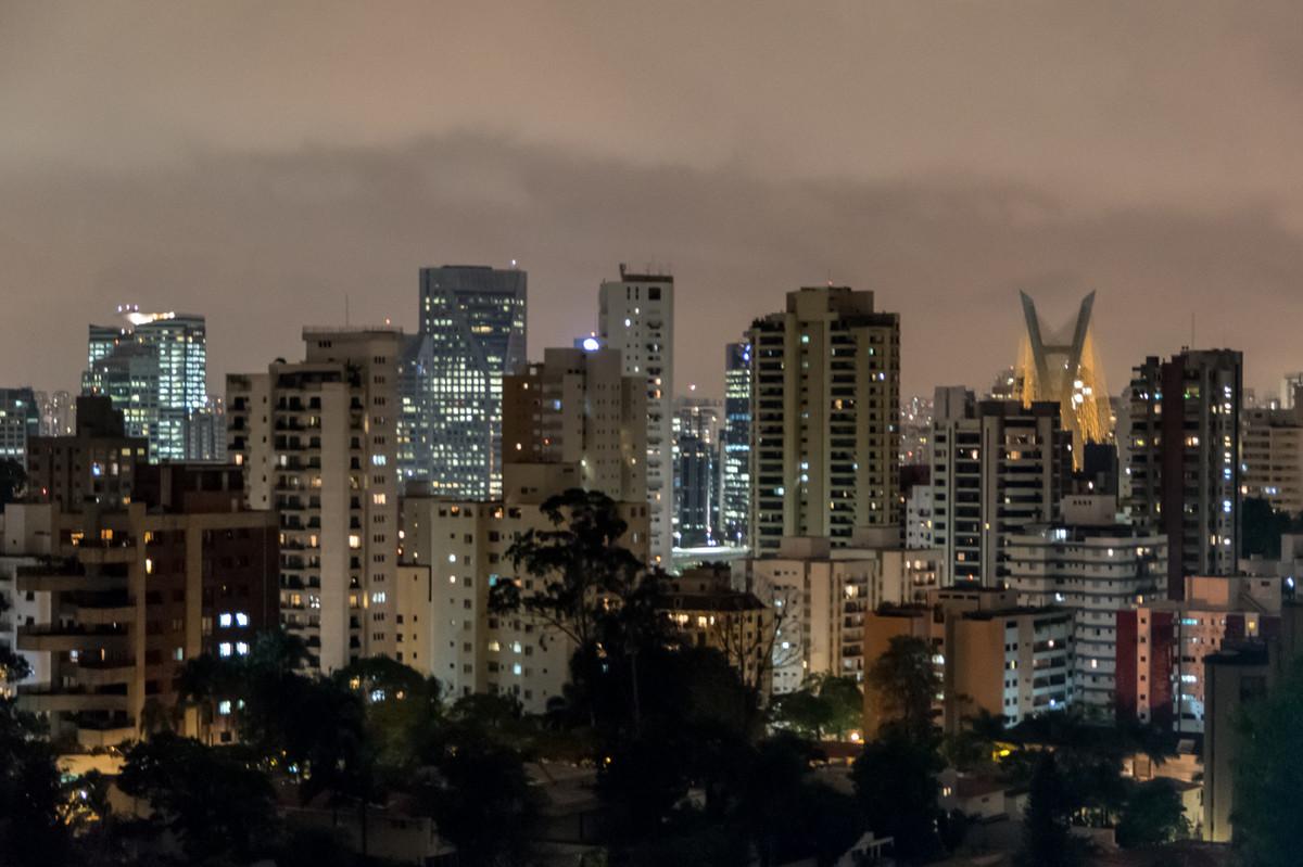 Detalhe da vista - São Paulo à noite vista do morumbi