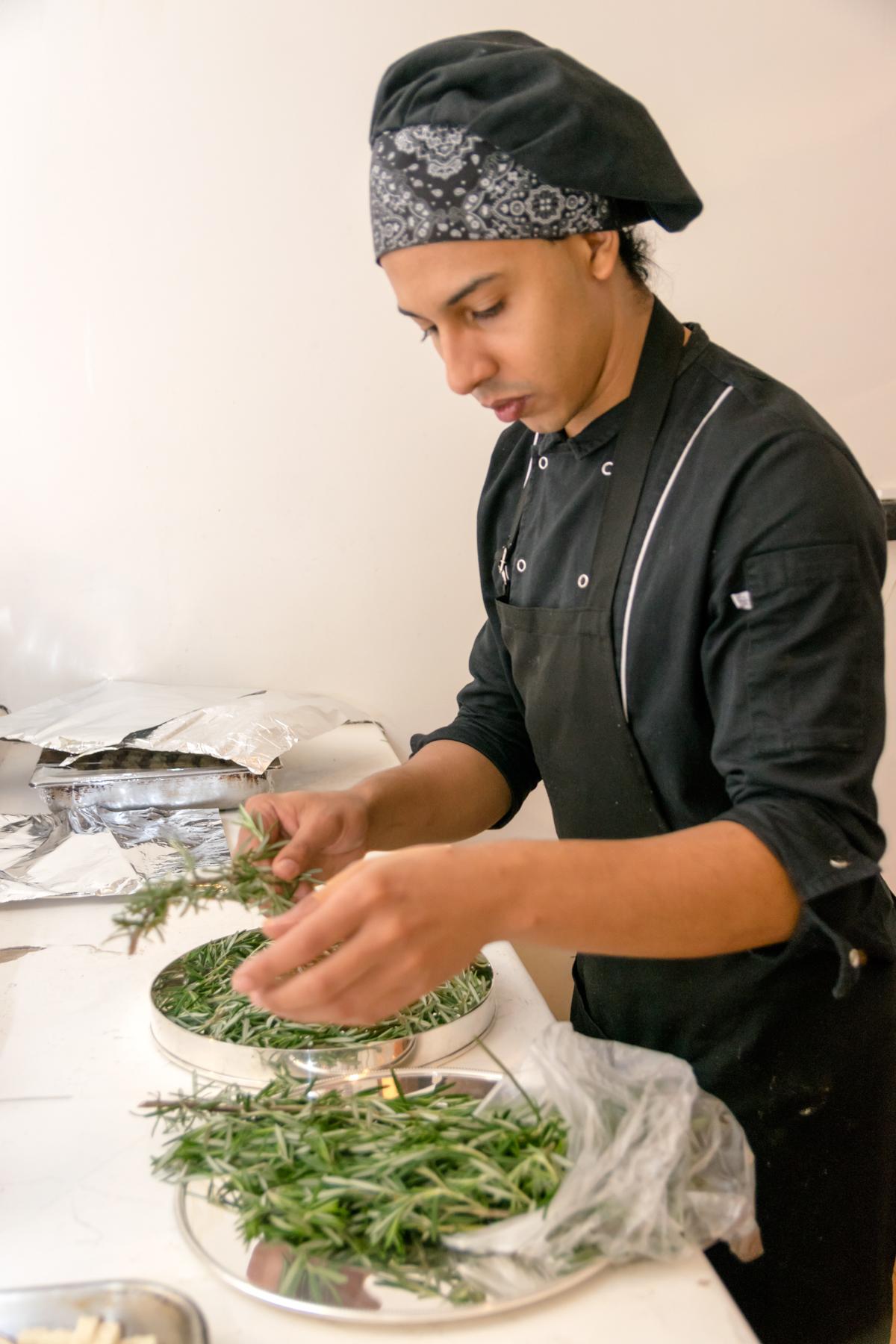 Chef caprixa na decoração dos pratos