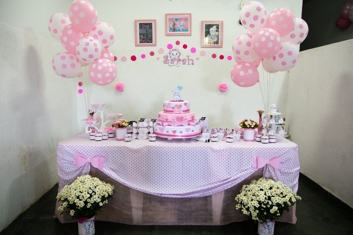 A mesa decorada com o tema gatinha Marie, feita todinha pela talentosa mamãe