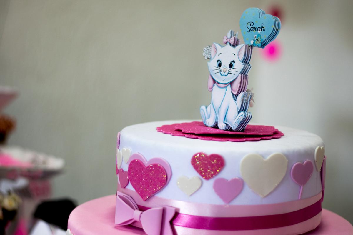 Detalhe do bolo, com a gatinha Marie