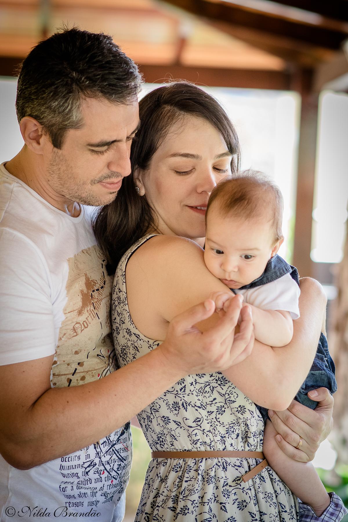 papai, mamãe e bebê nessa linda fotografia life style.