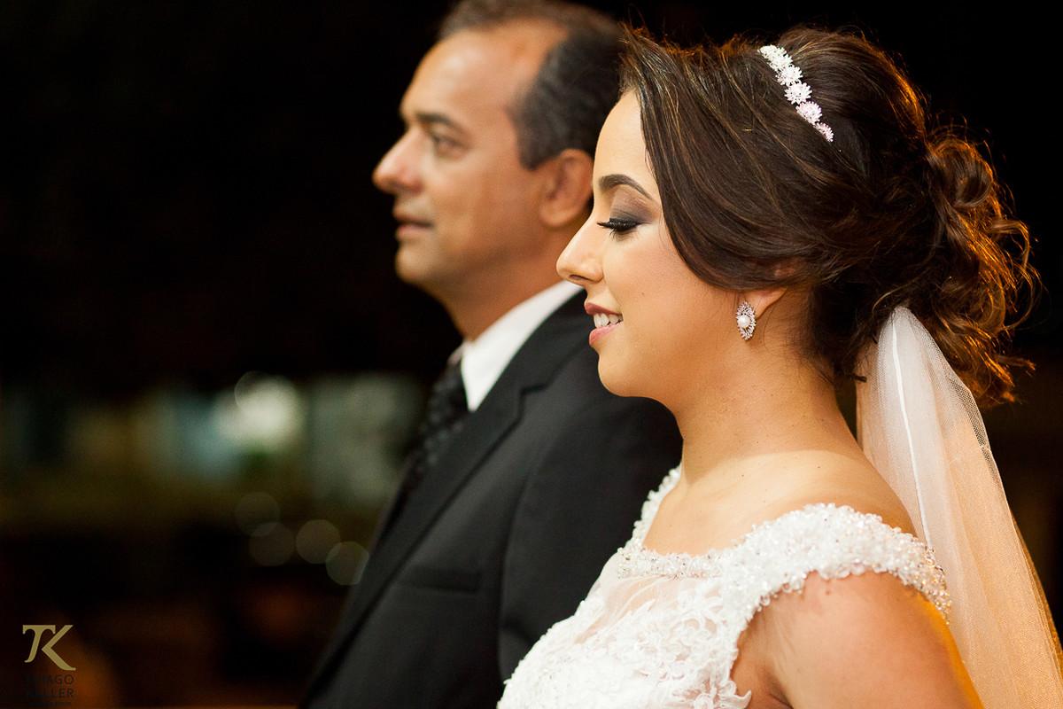 Foto da entrada da noiva com seu pai.