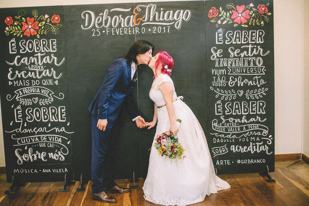 Noivos alternativos. Terno do atelier Maxime e vestido de noiva da Maria Virgínia