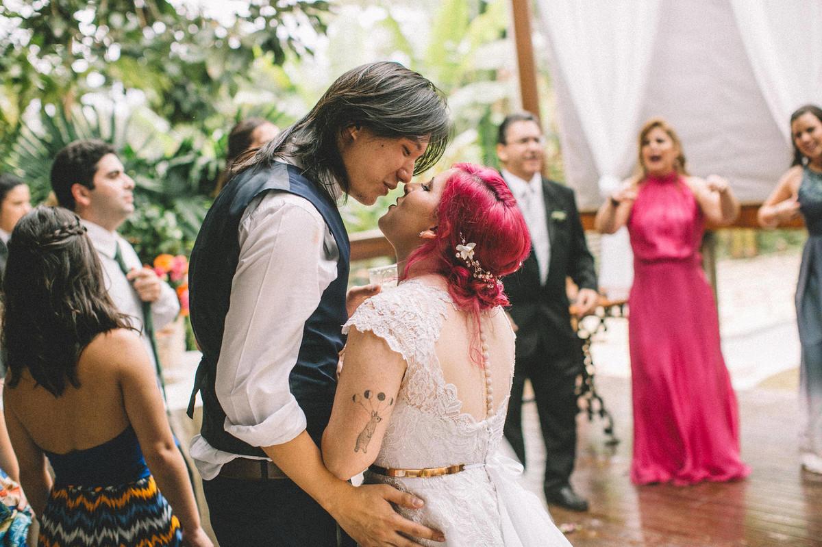 Noivos dançando em recepção de casamento no Sítio Geranium em Brasília-DF