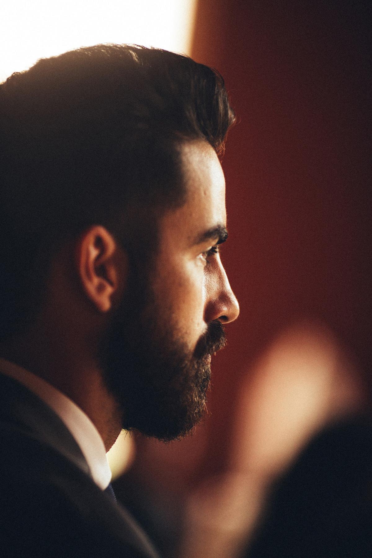 Homem com barba perfeita em casamento em Brasília-DF