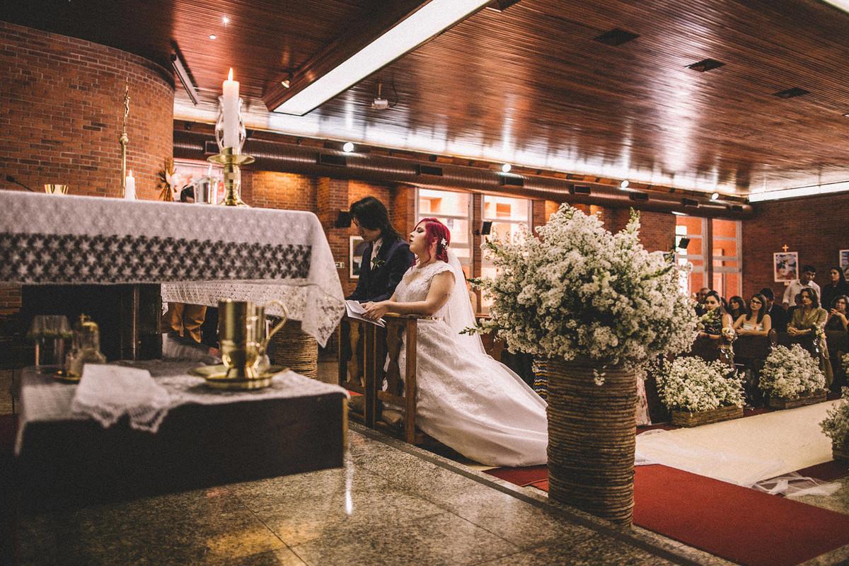 Noivos casando em Paróquia São Camilo de Lellis em Brasília-DF