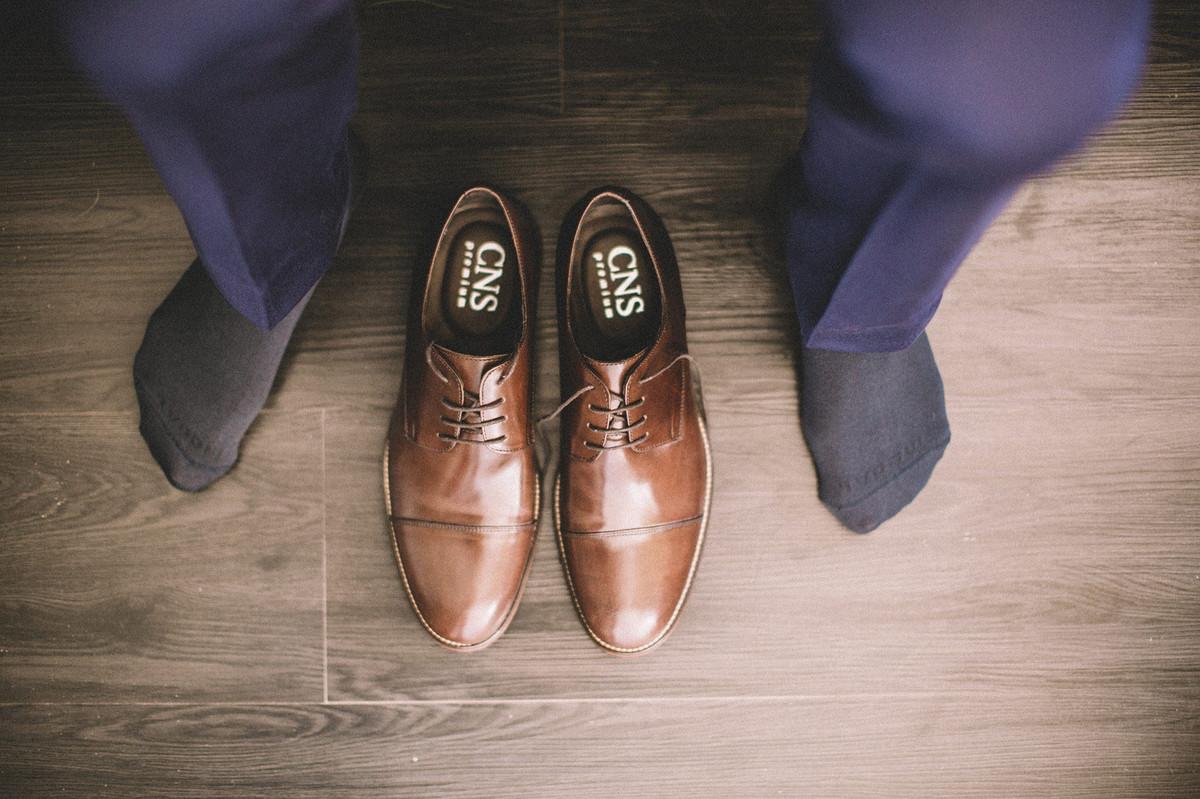 Sapato de noivo no making of