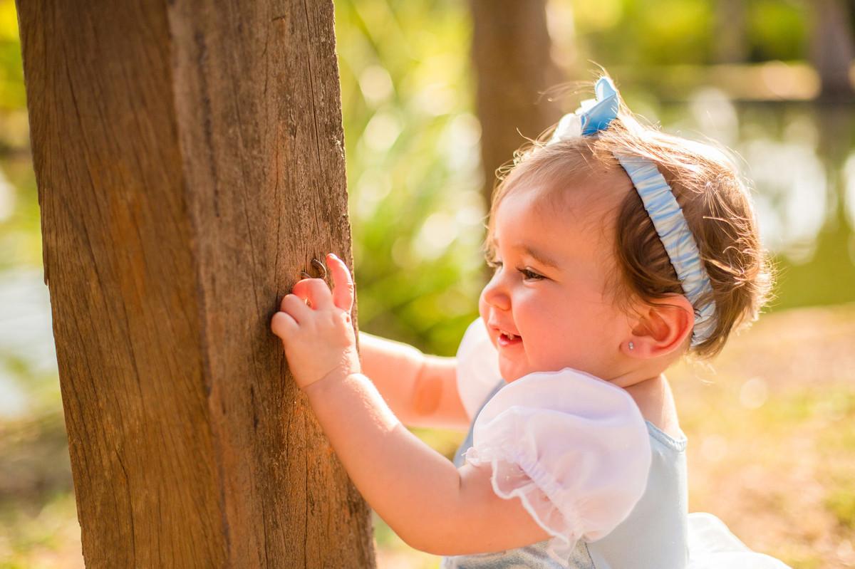 Ensaio de princesa da pequena Paty com apenas 1 ano. Foto feita pelo fotógrafo de crianças Rafael Ohana em Brasilia-DF