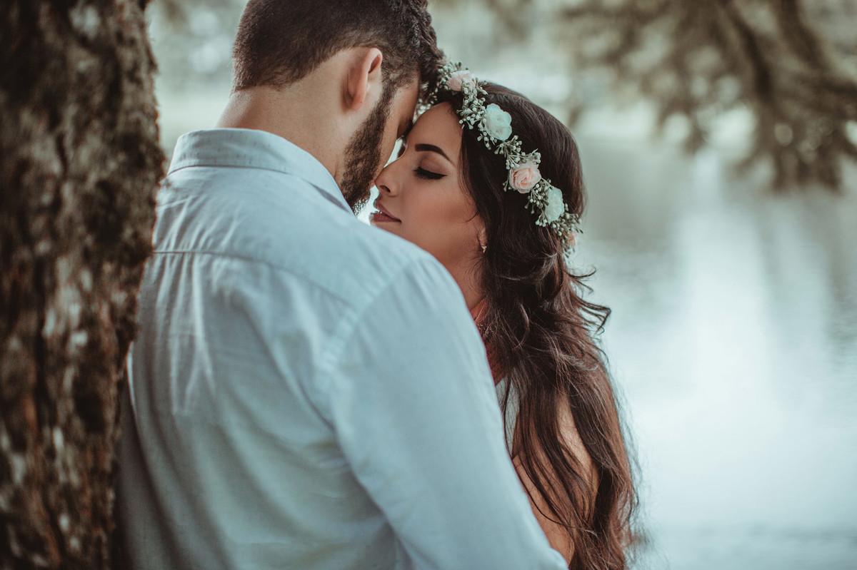 Casal se beijando.Foto feita pelo fotógrafo de casamento Rafael Ohana