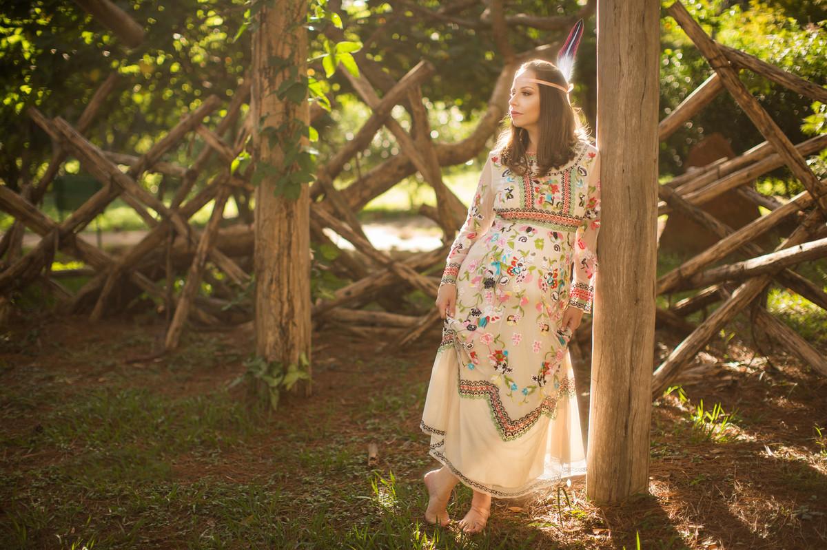Ensaio de grávida na temática mundo Terra do Nunca feito pelo fotógrafo Rafael Ohana em Brasiilia-DF Tigrinha encostada