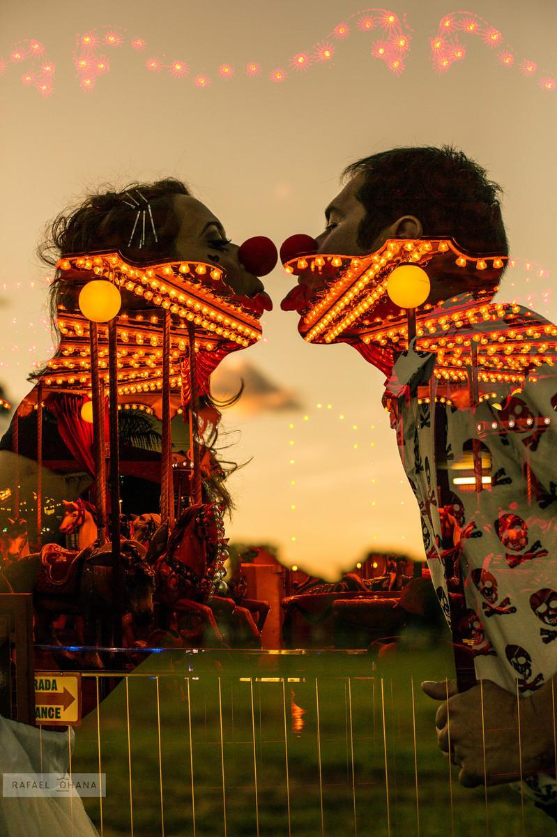 ensaio-temático-de-casal-Rafael-Ohana-fotógrafo-de-casamento-em-Brasília-parque-de-diversões-dupla-exposição