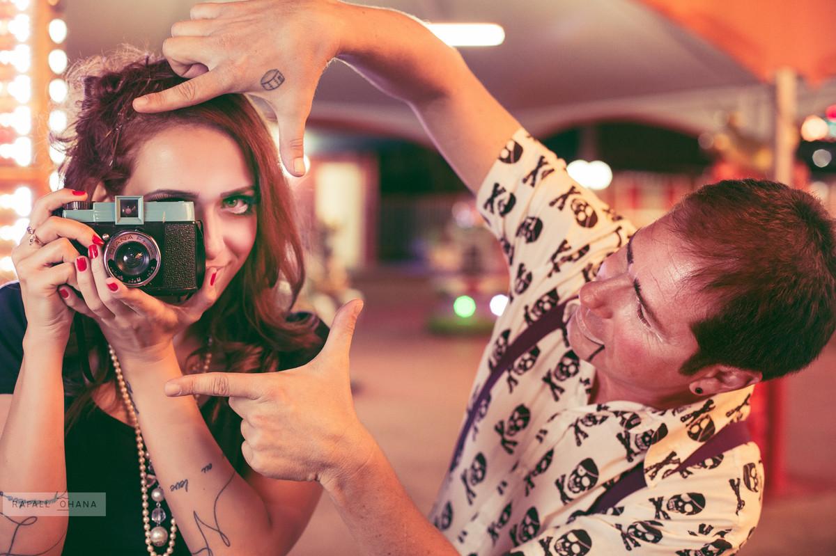 ensaio-temático-de-casal-Rafael-Ohana-fotógrafo-de-casamento-em-Brasília-parque-de-diversões-fotografia-arte