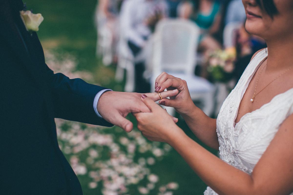 cerimônia de casamento feita pelo fotógrafo de casamento Rafael Ohana no Brasília palace em Brasília-DF trocando alianças