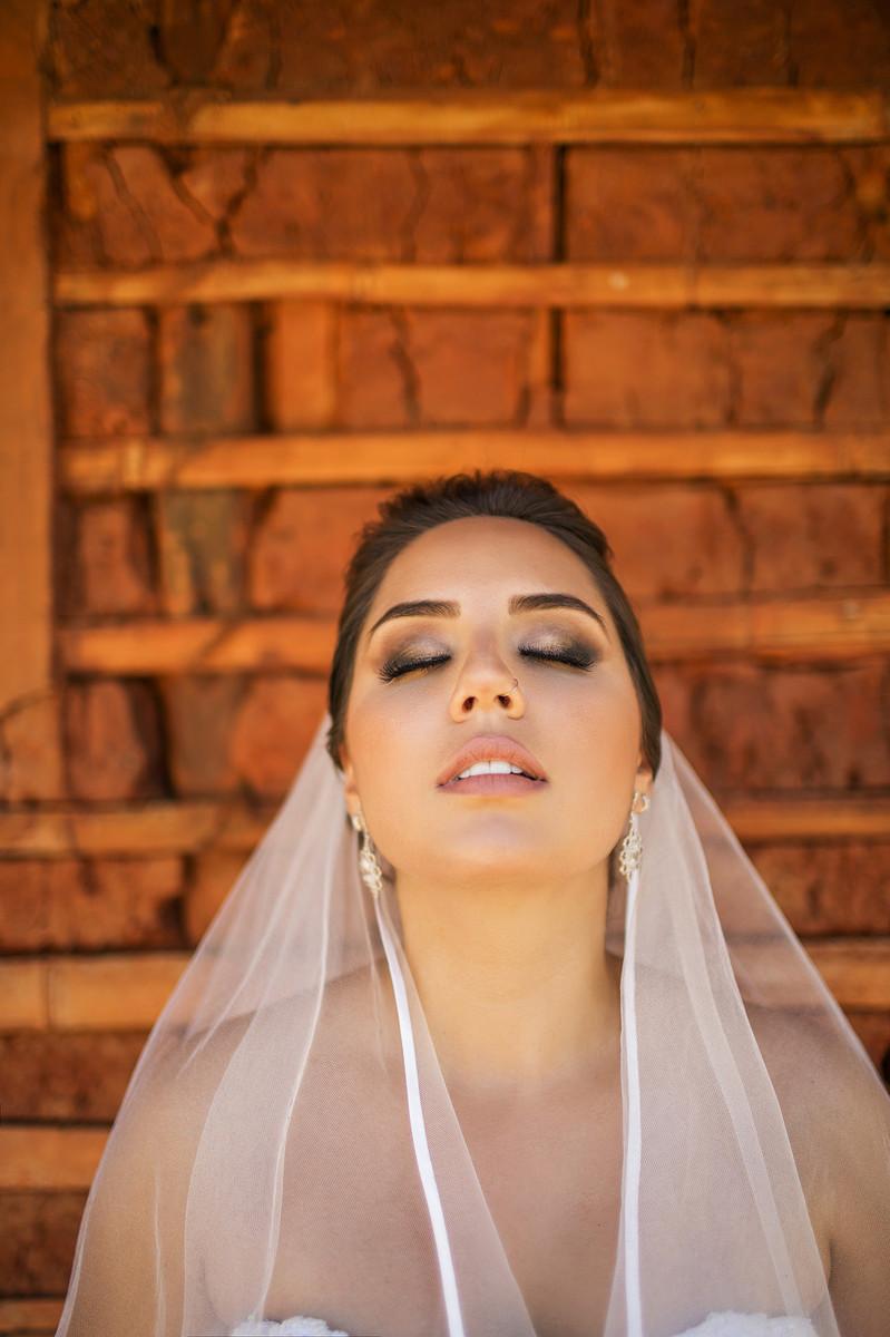 Rafael-Ohana-fotógrafo-de-casamento-em-Brasília-DF-ensaio-de-noiva-glamour-no-jardim-botânico-de-Brasília-noiva-bride-wedding-casamento-em-Brasília-Casamento em Brasília-beleza-arte-art-mulher-retrato-portrait