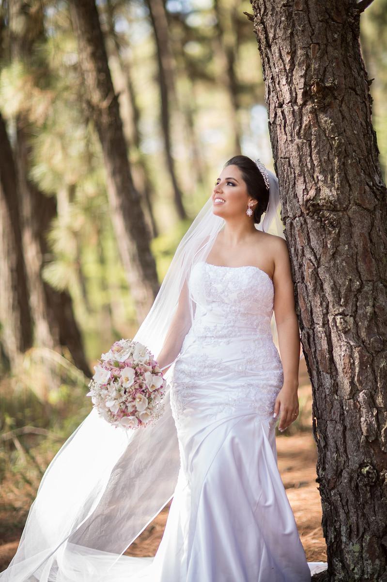 Rafael-Ohana-fotógrafo-de-casamento-em-Brasília-DF-ensaio-de-noiva-glamour-no-jardim-botânico-de-Brasília-noiva-bride-wedding-casamento-em-Brasília-Casamento em Brasília-beleza-arte-art-mulher