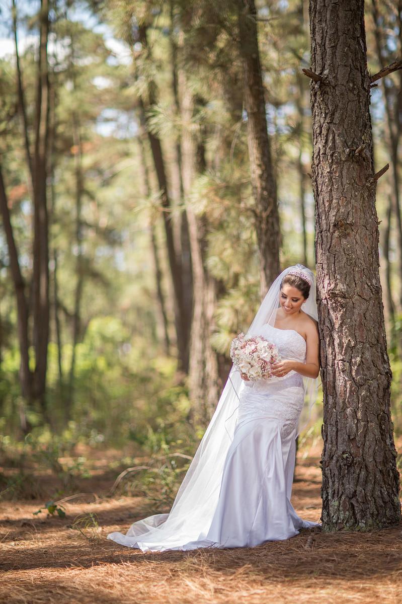 Rafael-Ohana-fotógrafo-de-casamento-em-Brasília-DF-ensaio-de-noiva-glamour-no-jardim-botânico-de-Brasília-noiva-bride-wedding-casamento-em-Brasília-Casamento em Brasília-beleza-arte-art-mulher-floresta